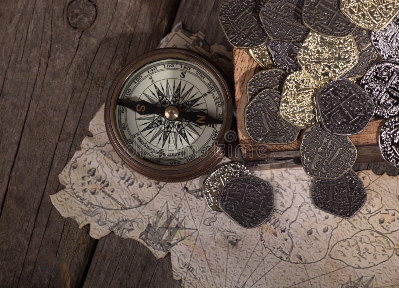 Vieux compas en laiton photographie stock libre de droits