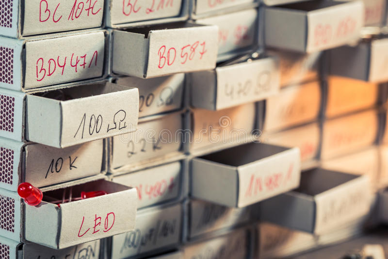 Vieux composants de l'électronique dans le laboratoire de physique image libre de droits