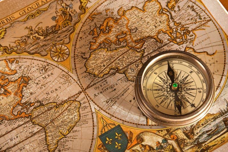 Vieux concepts de carte et de compas photos stock