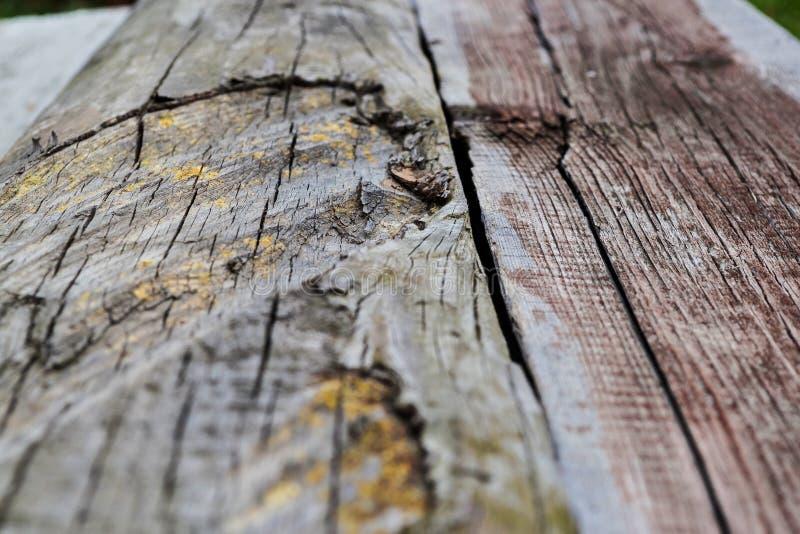 Vieux conseil en bois texturisé pour un fond retraitant dans la distance photographie stock