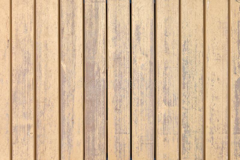 Vieux conseils en bois avec la peinture beige croisée images stock