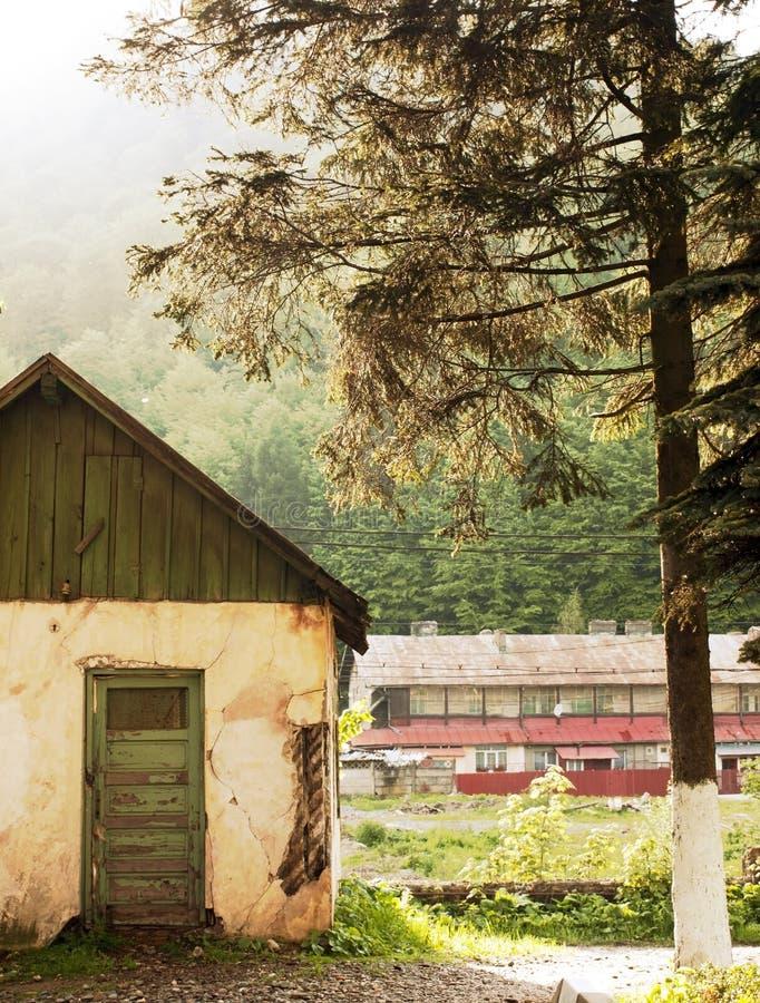 Download Vieux cottage image stock. Image du scène, rustique, extérieur - 45357489
