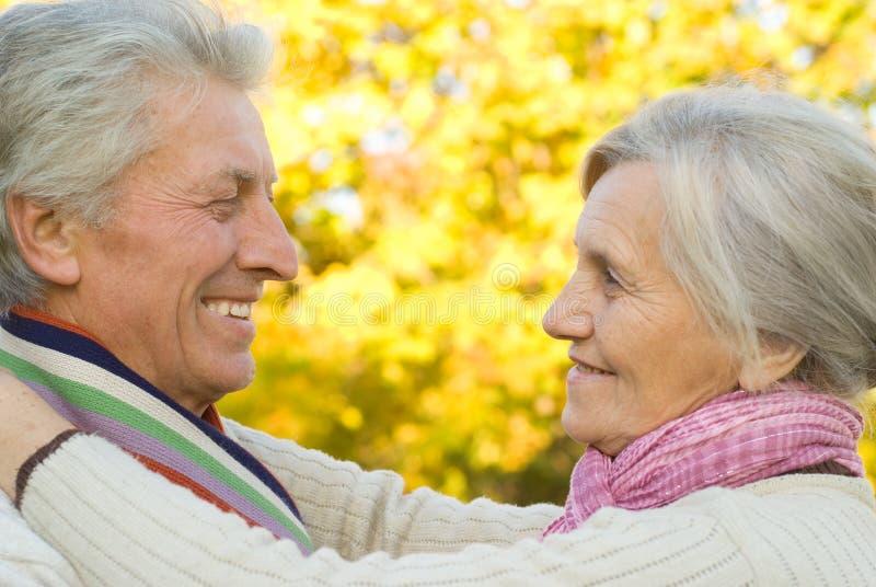 Vieux couples gentils image stock