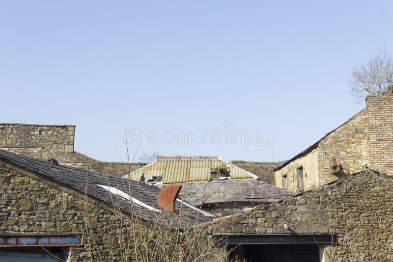 Vieux délabrement industriel de roofline photo libre de droits