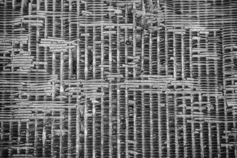Vieux détail antique rouillé de tracteur en noir et blanc image stock