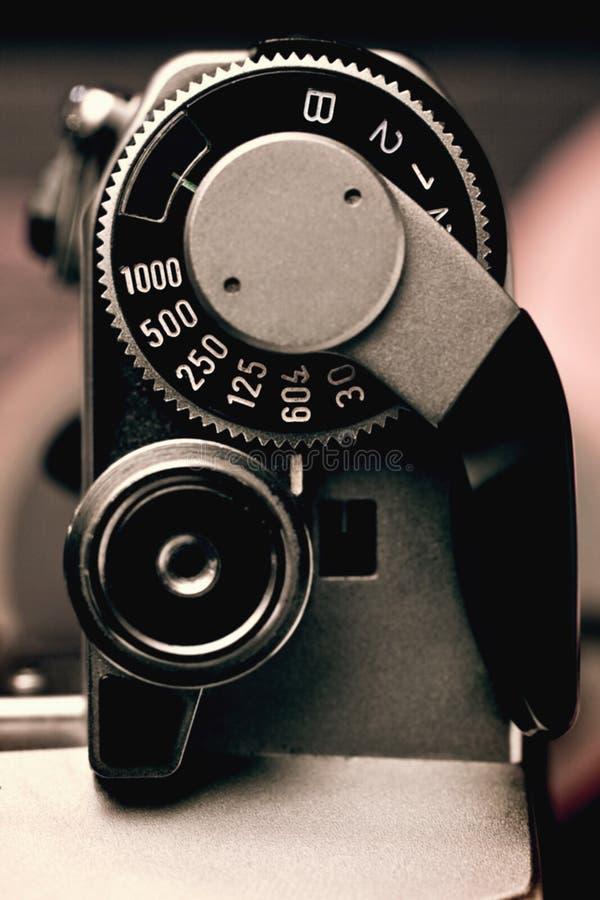 Vieux détail d'appareil-photo de film du déclencheur et du contrôle de vitesse de volet photos libres de droits