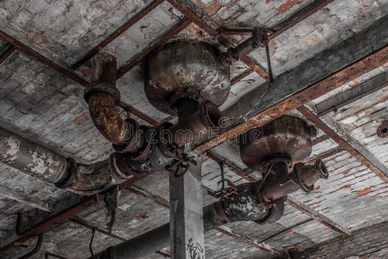 Vieux détail industriel d'architecture, usine abandonnée photos libres de droits