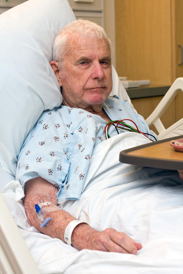 Vieux dîner de finition de patient hospitalisé images libres de droits