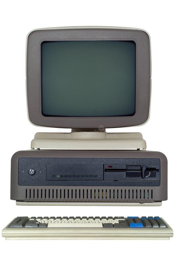 vieux d'ordinateur ` 80 s tard avec une unité de système horizontale, et un moniteur de tube d'isolement photo libre de droits