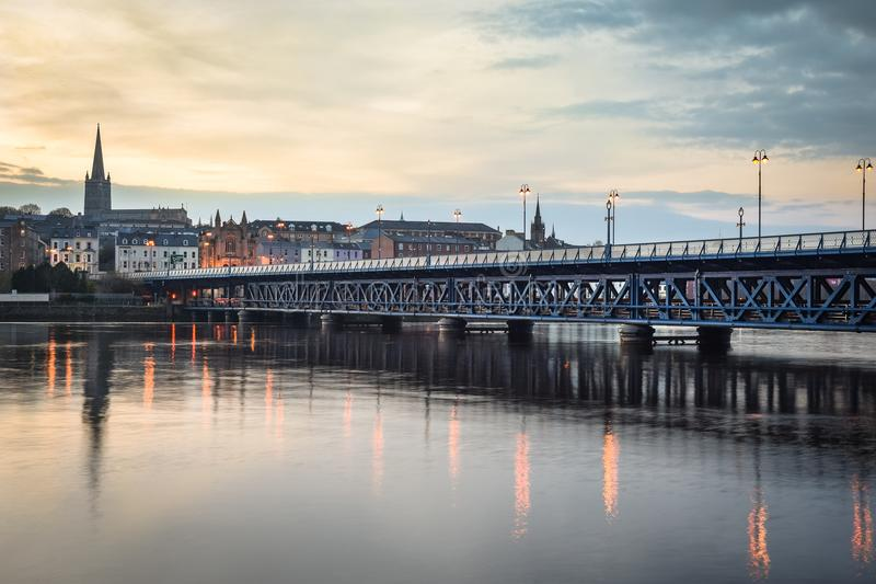 Vieux Derry Bridge image libre de droits