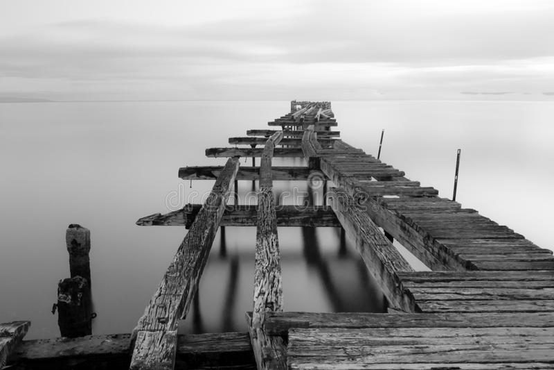 Vieux dock dans des arènes de Punta, Chili photo libre de droits