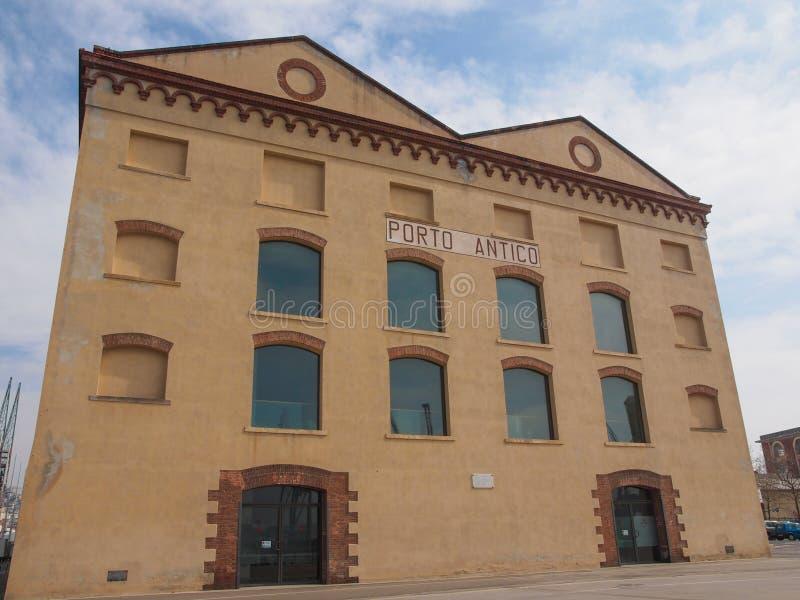 Vieux docks de port à Gênes image libre de droits
