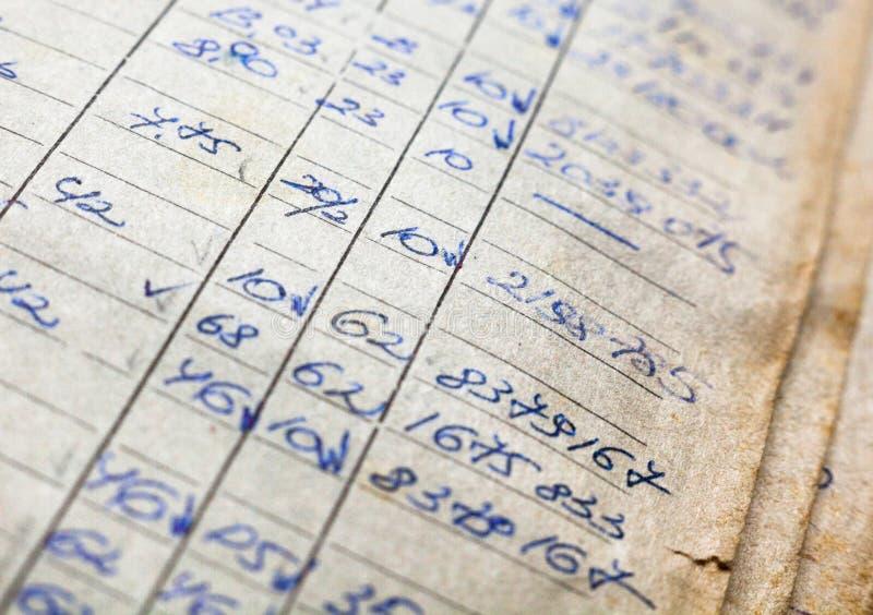 Vieux documents sur papier dans les archives images stock