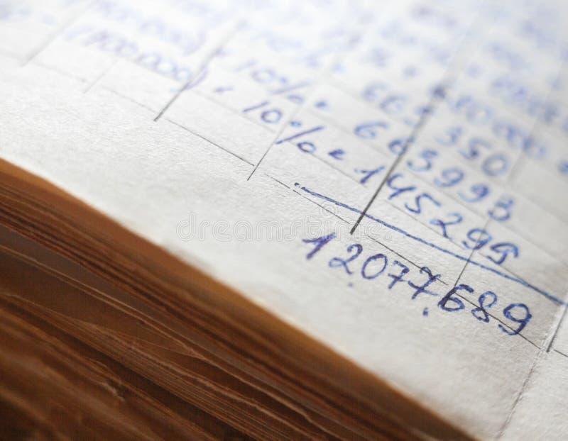 Vieux documents sur papier dans les archives photographie stock