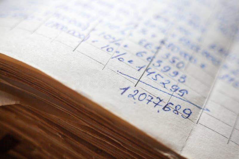 Vieux documents sur papier dans les archives photo libre de droits