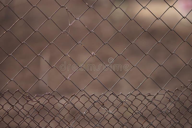 Vieux doubles types en acier de la barrière deux de grillage image stock