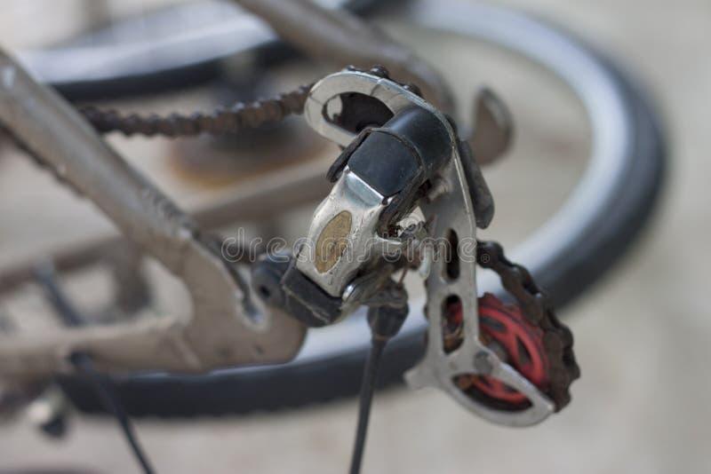 Vieux du dérailleur d'arrière de bicyclette photographie stock libre de droits