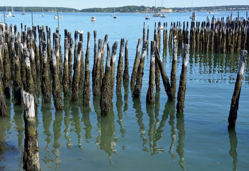 Vieux empilages en bois, Portland Maine images stock