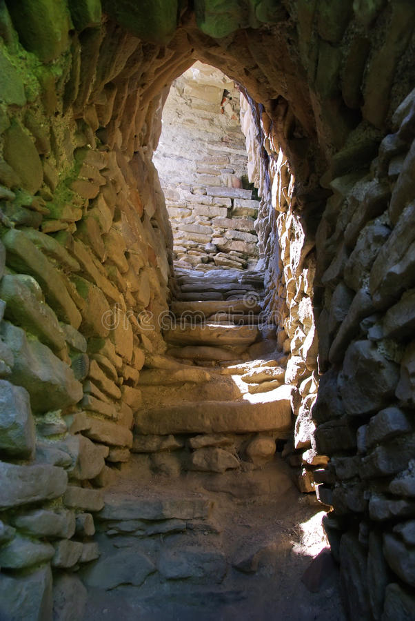 Vieux escaliers de forteresse photos stock