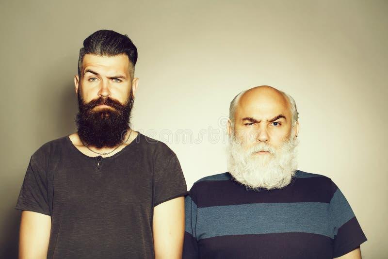 Vieux et jeunes hommes barbus photographie stock libre de droits