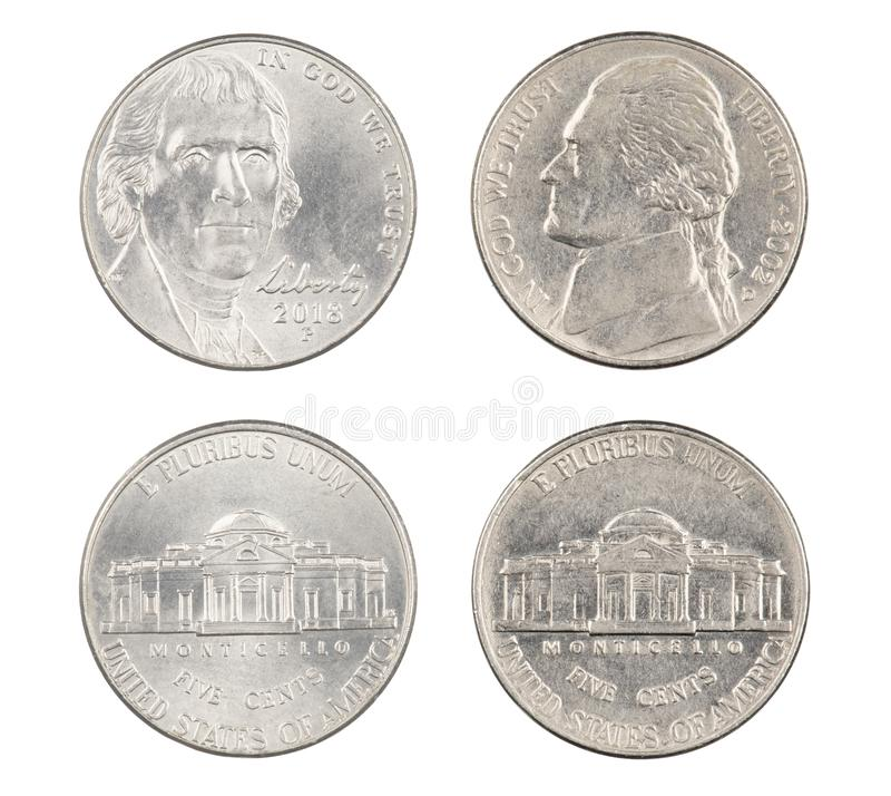 Vieux et nouveaux nickels américains d'isolement sur le fond blanc photo stock
