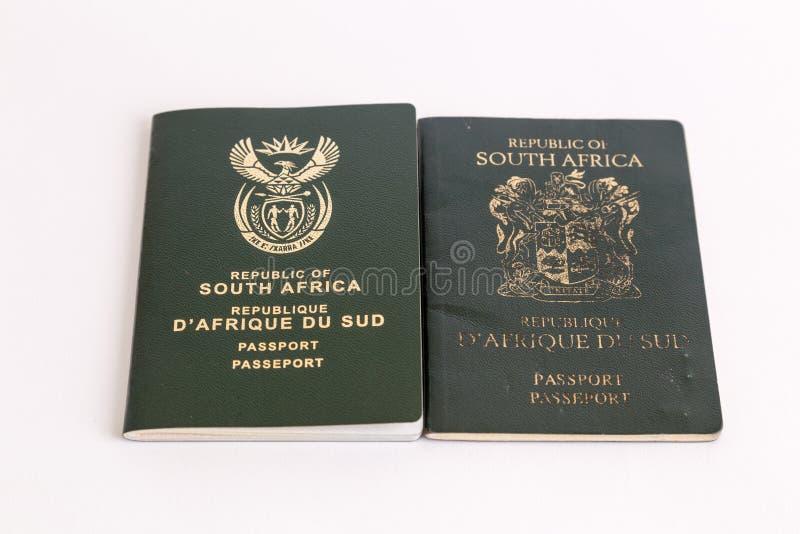 Vieux et nouveaux passeports sud-africains photographie stock
