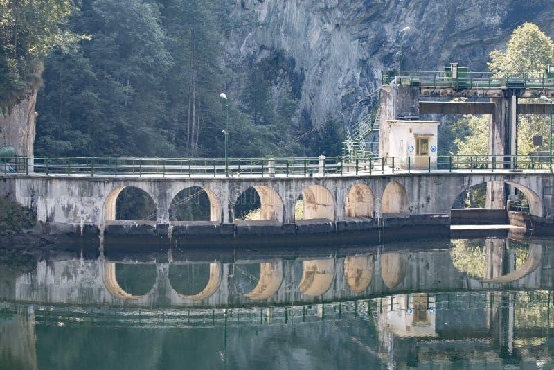 Vieux et rustique barrage (Rimasco, Piémont) photographie stock libre de droits