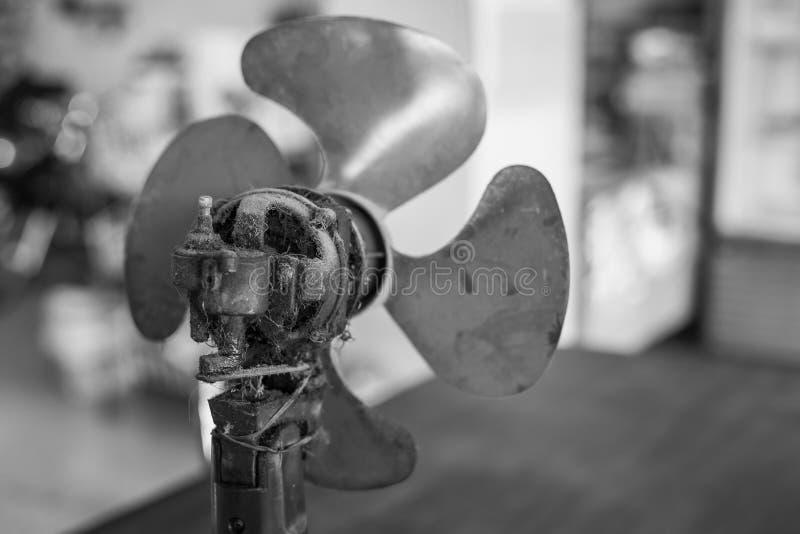 Vieux et sales moteurs de fan photos stock