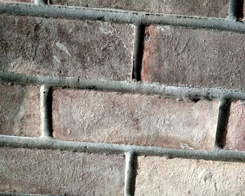 Vieux et superficiel par les agents mur de briques jaune et rouge sale en tant que fond sans couture de texture de modèle illustration libre de droits