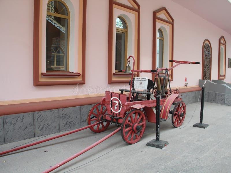 Vieux firetruck dans l'Izmailovo Kremlin photos stock