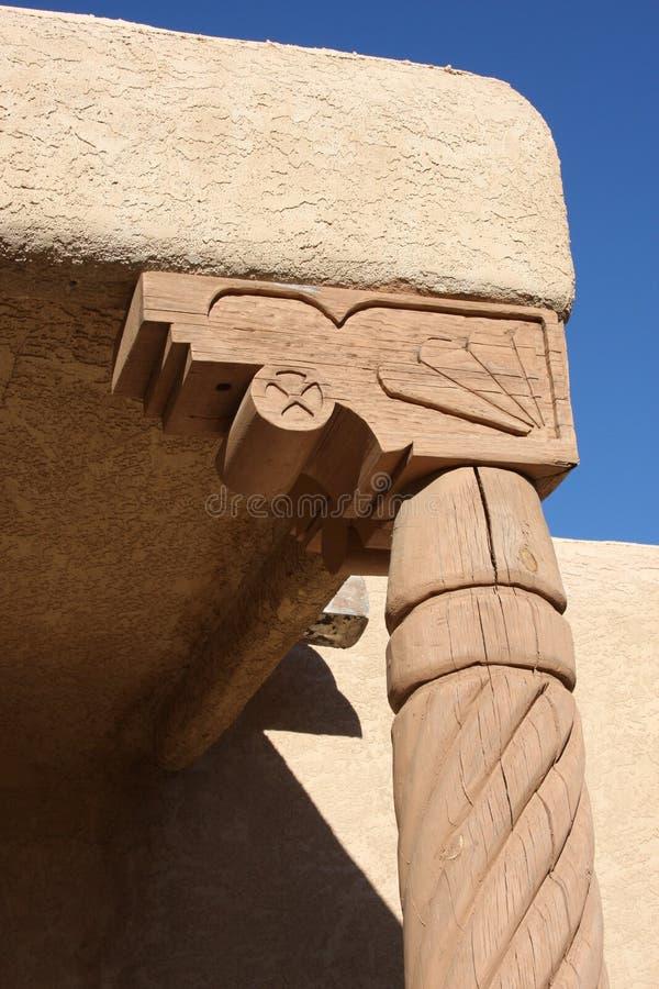 Vieux fléau et capital isolés de maison de désert d'Adobe photo stock