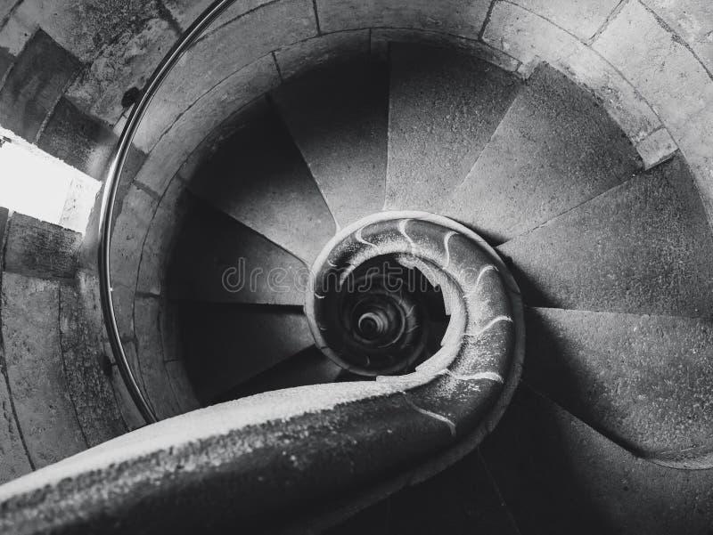 Vieux fond d'abrégé sur détail d'architecture d'escalier en spirale photos libres de droits