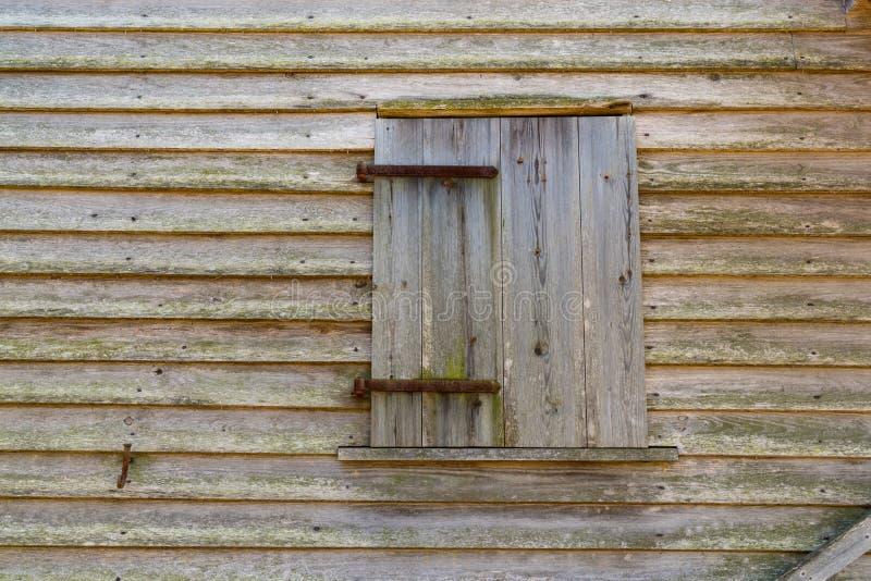 Vieux fond en bois de fenêtre de grange photos libres de droits