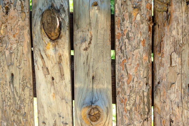 Vieux fond en bois de parquet avec des fissures images libres de droits