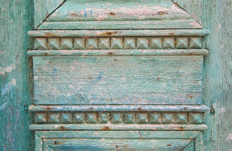 Vieux fond en bois en vert, bleu et turquoise avec le vieux carv photographie stock libre de droits