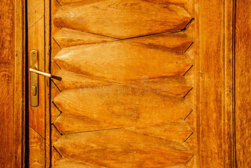 Vieux fond en bois texturisé foncé grunge, la surface de la vieille texture en bois brune, panelitng en bois de brun de vue supér images stock
