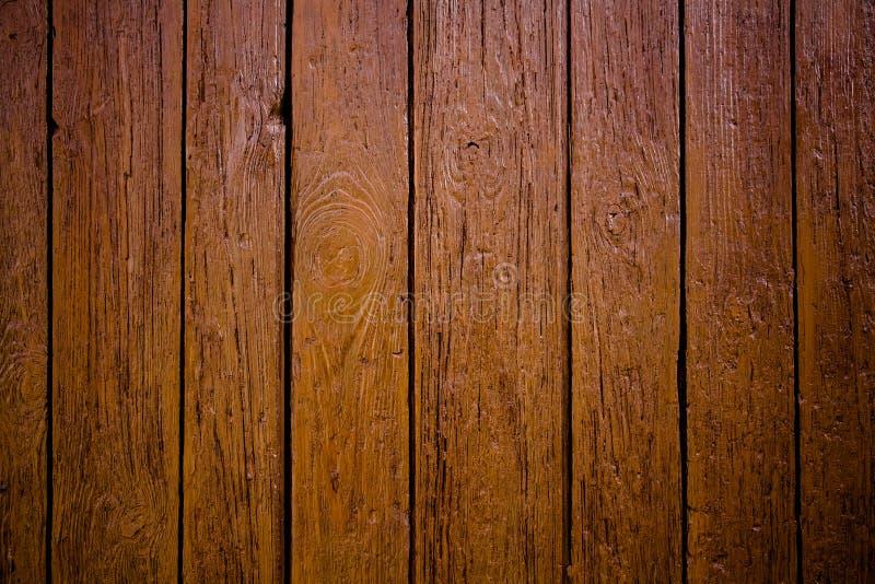 Vieux fond extérieur en bois brun sale et superficiel par les agents de texture de planche de mur identifié par des dommages deho photographie stock libre de droits