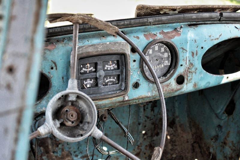 Vieux fonds consolidé de voiture images stock