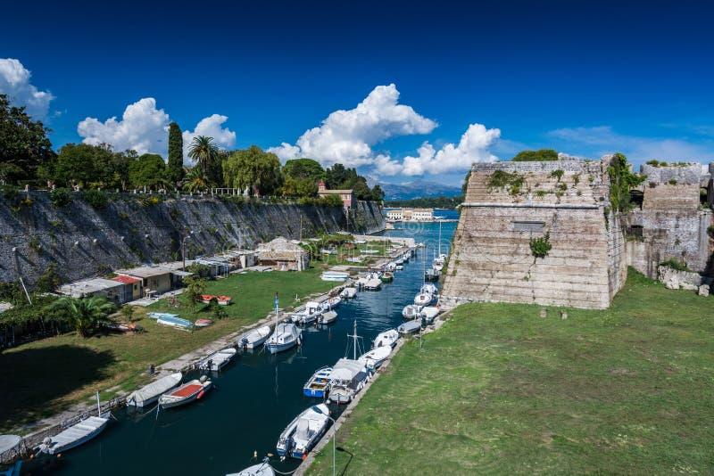 Vieux fort et la ville de canal de Corfou, Grèce, l'Europe photo libre de droits