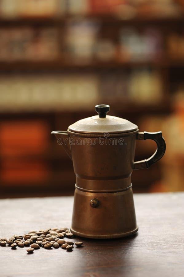 Vieux générateur de café photographie stock libre de droits