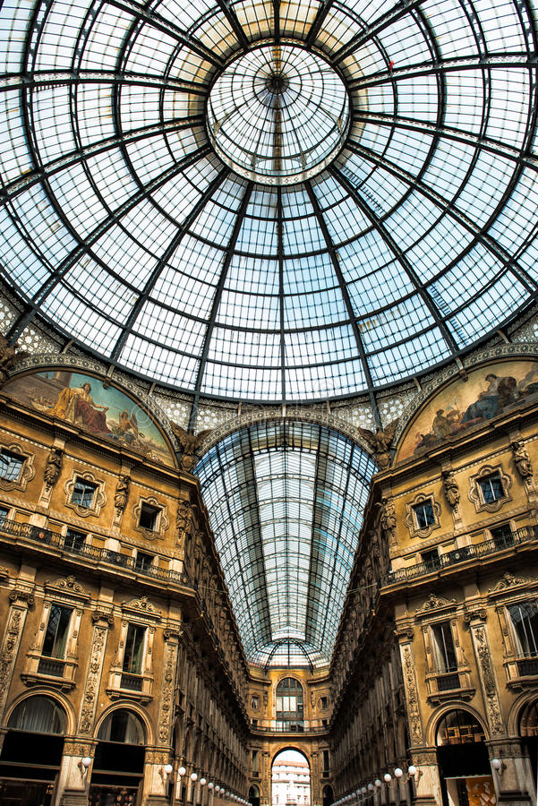 Vieux galeria scénique à Milan Italie image stock