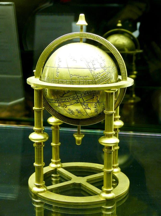 Vieux globe du Moyen-Orient sur l'affichage au musée d'Istanbul de l'histoire de la science et technologie dans l'Islam en Turqui images stock