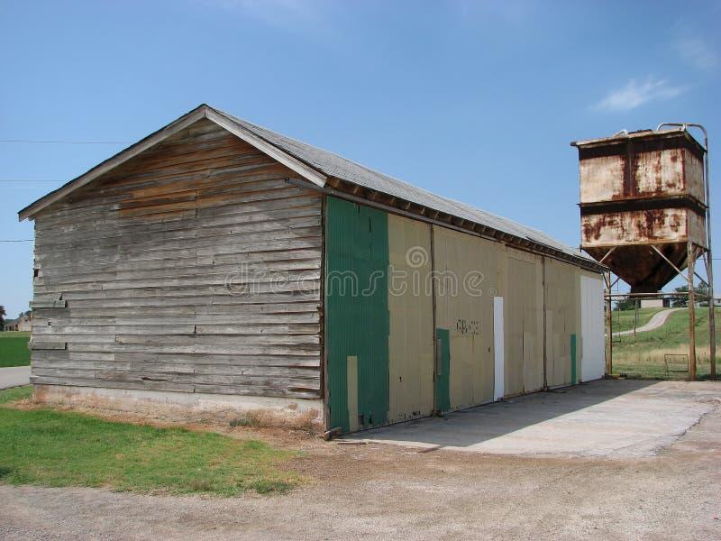 Vieux grange et coffre photos stock
