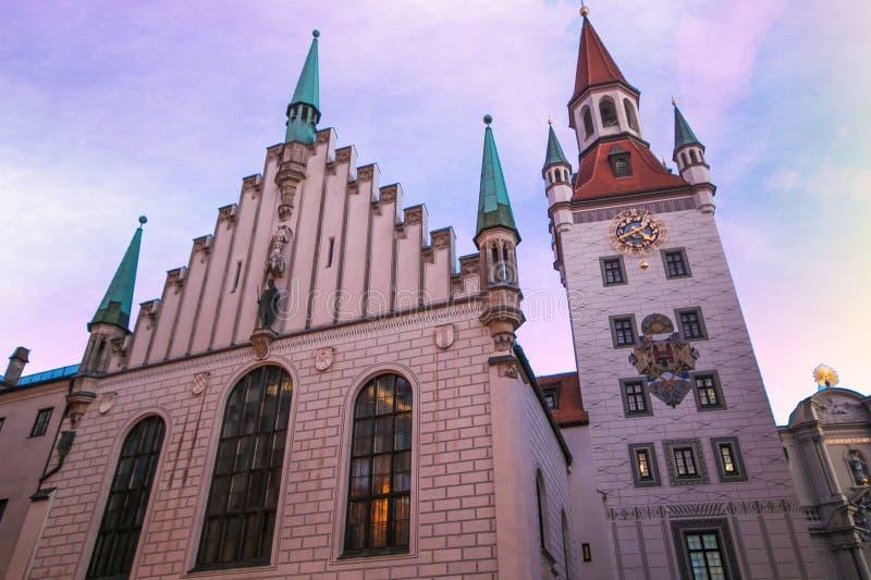 Vieux hôtel de ville de Munich près de place de Marienplatz au crépuscule, Allemagne photos libres de droits