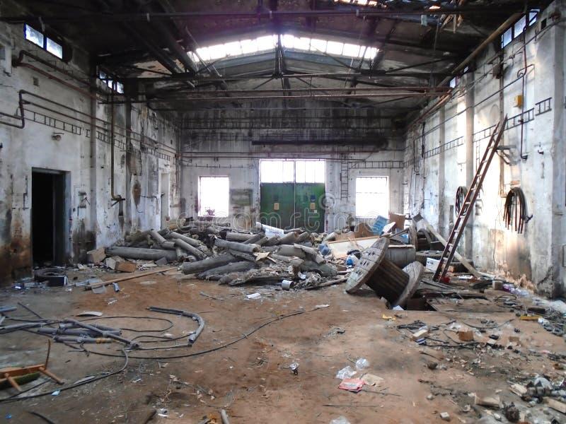 Vieux hall abandonné d'usine image libre de droits