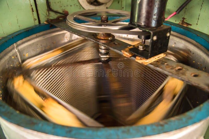 Vieux Honey Extractor automatisé fabriqué à la main image stock