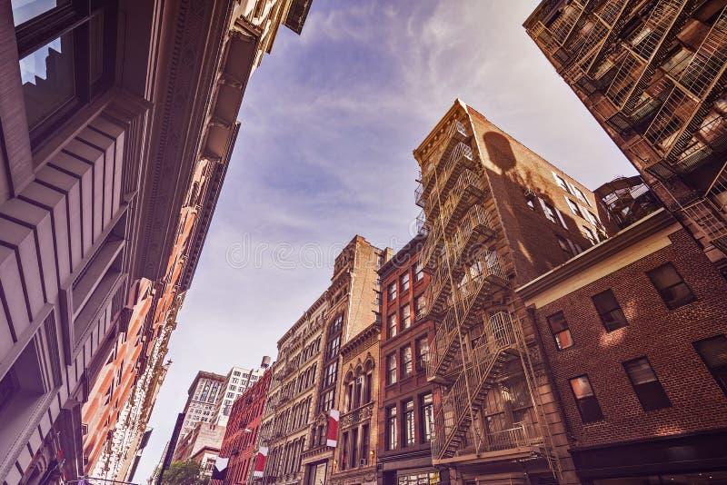 Vieux immeubles et sorties de secours photographie stock