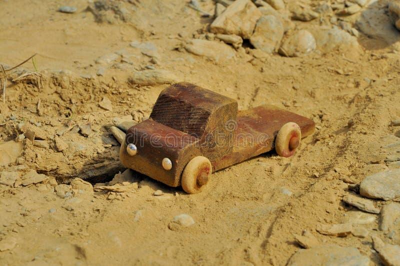 Vieux jouet en bois de camion photos libres de droits