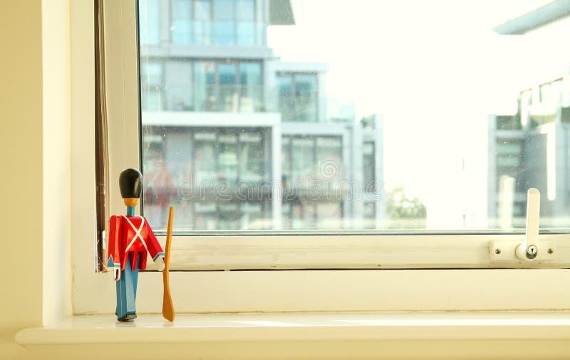 Vieux jouet en bois de poupée image libre de droits