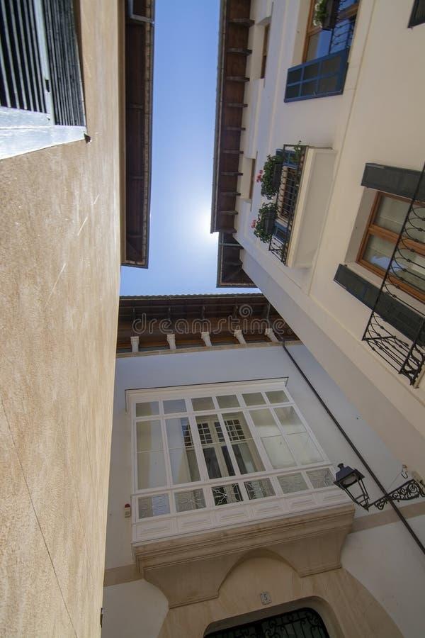 Vieux jour ensoleill? Palma Mallorca de ciel bleu d'architecture de ville photos stock
